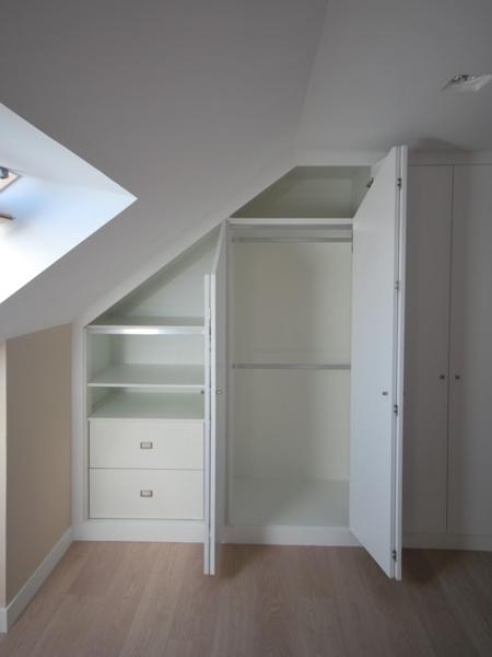 Baño Vestidor Definicion:En la planta alta se diseña un armario a medida con puertas plegables