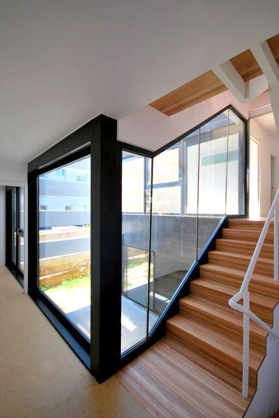 A mu a santiago aestudio arquitectos coru a for Escaleras con luz