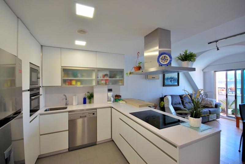 Avenida de chile aestudio arquitectos coru a for Dormitorio y cocina